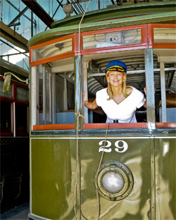 pamela-pipes-on-streetcar